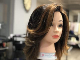 伸ばしかけの前髪 伸びてしまった前髪 コロナのせいでなかなか美容室に行けないし…の方へ かきあげ前髪の作り方